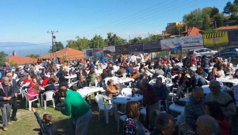 Με λαμπρό ήλιο και πολύ κόσμο η γιορτή κάστανου στο Κωστοχώρι