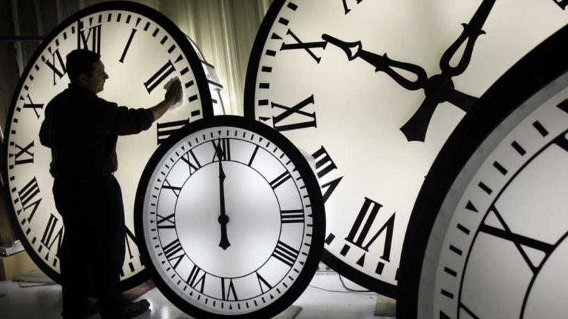 Αλλαγή ώρας σε θερινή - Πότε θα γυρίσουμε τα ρολόγια μας μια ώρα μπροστά