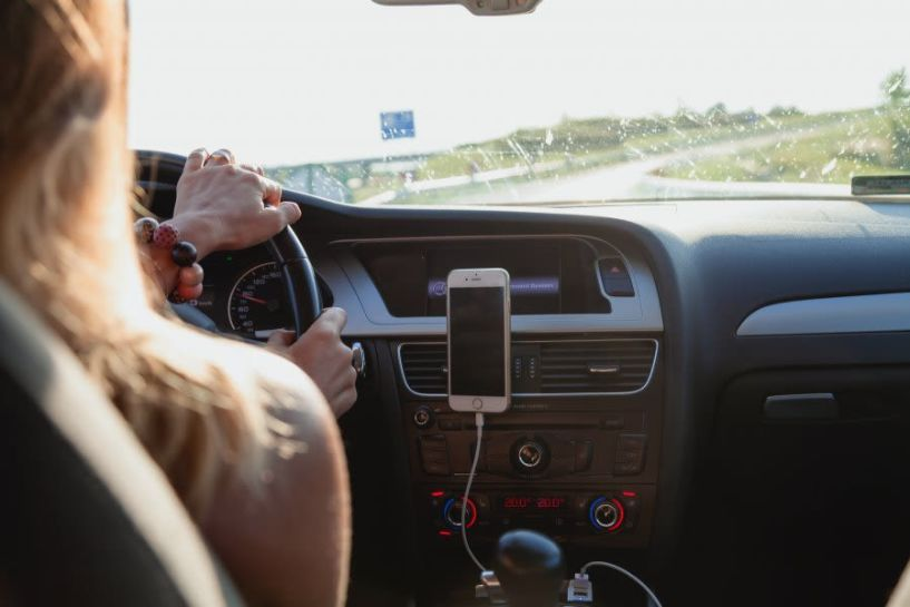 Αλλάζουν όλα στα διπλώματα: Στο τιμόνι από τα 17, μπαίνουν κάμερες και ο δάσκαλος στο πίσω κάθισμα
