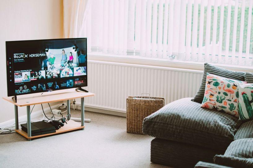Φεύγει το τέλος, μειώνονται οι λογαριασμοί των Cosmote TV, Vodafone TV και το Wind Vision