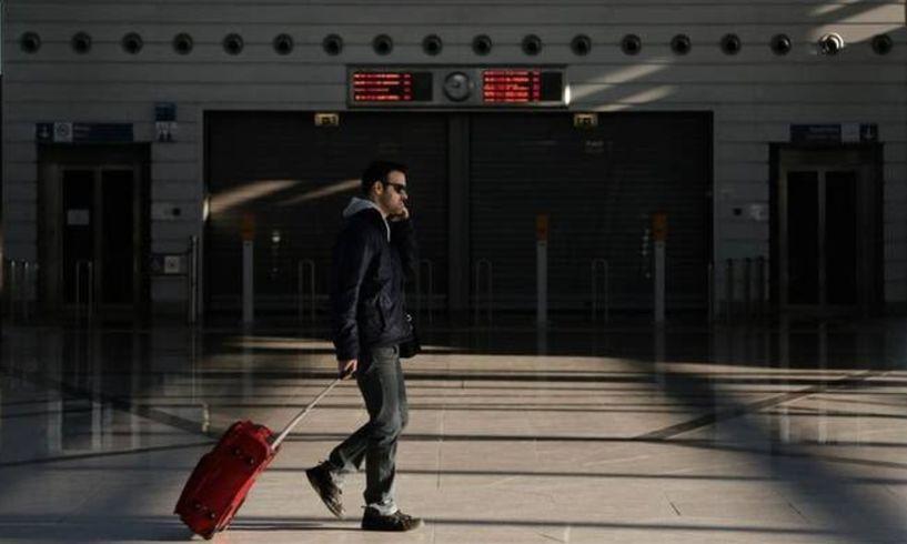 Η Ελλάδα που γερνάει,  δεν γεννάει και μεταναστεύει