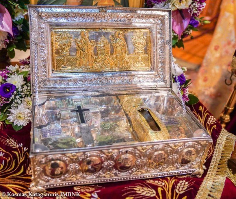 Το Ι. Λείψανο της Χειρός της Αγ. Μαρίας της Μαγδαληνής και Τεμάχιο Τιμίου Ξύλου από την Ι. Μ. Σιμωνόπετρας στον Ιερό Ναό Αγίου Λουκά