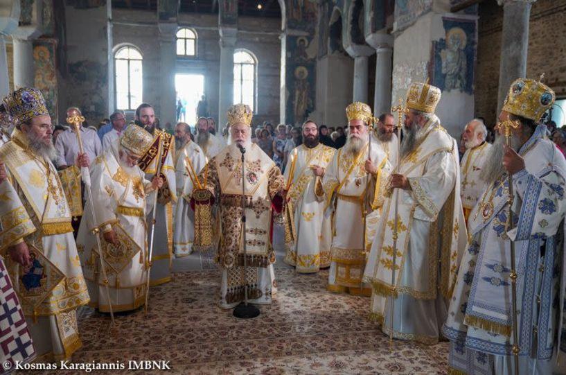 Πολυαρχιερατικό συλλείτουργο στη Βέροια για την γιορτή του Αγίου Παντελεήμονος και τα ονομαστήρια του Μητροπολίτη