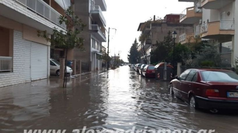 Ποτάμια οι δρόμοι της Αλεξάνδρειας!