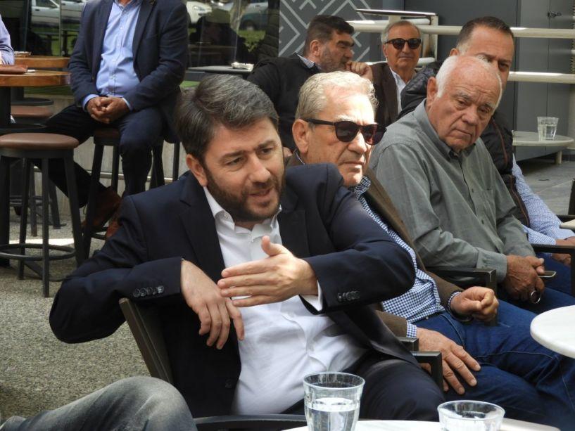 Τη Βέροια επισκέφθηκε το πρωί ο ευρωβουλευτής του ΚΙΝ.ΑΛ και εκ νέου υποψήφιος, Νίκος Ανδρουλάκης