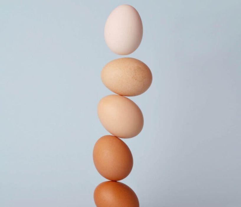 Καφέ ή άσπρα αυγά: Ποια είναι πιο υγιεινά και ποια να βάψεις το Πάσχα