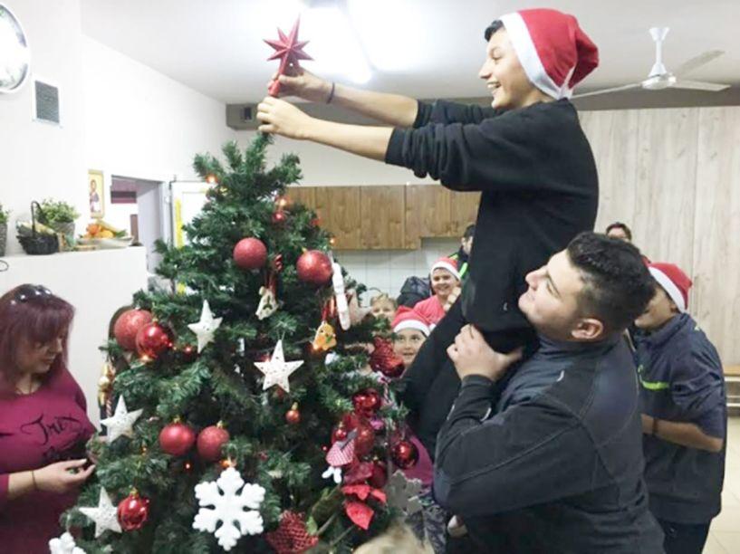Η Εύξεινος Λέσχη Χαρίεσσας για τα καλά στο κλίμα των Χριστουγέννων!