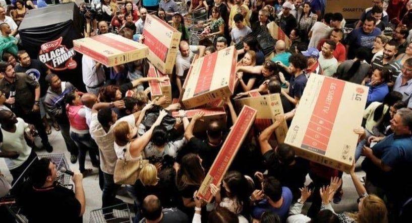 Ένας στους τρεις καταναλωτές ψώνισε φέτος στην Black Friday