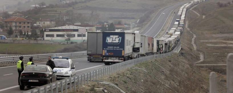 Στους δρόμους οι Βούλγαροι για τις τιμές των καυσίμων