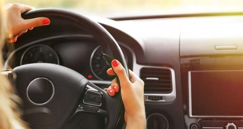 Τα 12 πράγματα που δεν πρέπει να αφήνετε ποτέ μέσα στο αυτοκίνητο