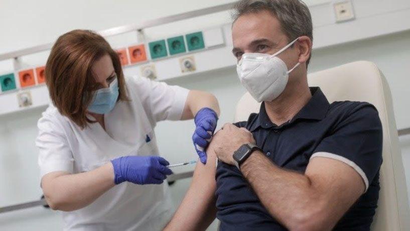 Μήνυμα προς όλους ο εμβολιασμός του Πρωθυπουργού κατά της covid-19