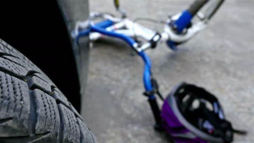 Θανάσιμος τραυματισμός ποδηλάτη μετά από σύγκρουση με αυτοκίνητο