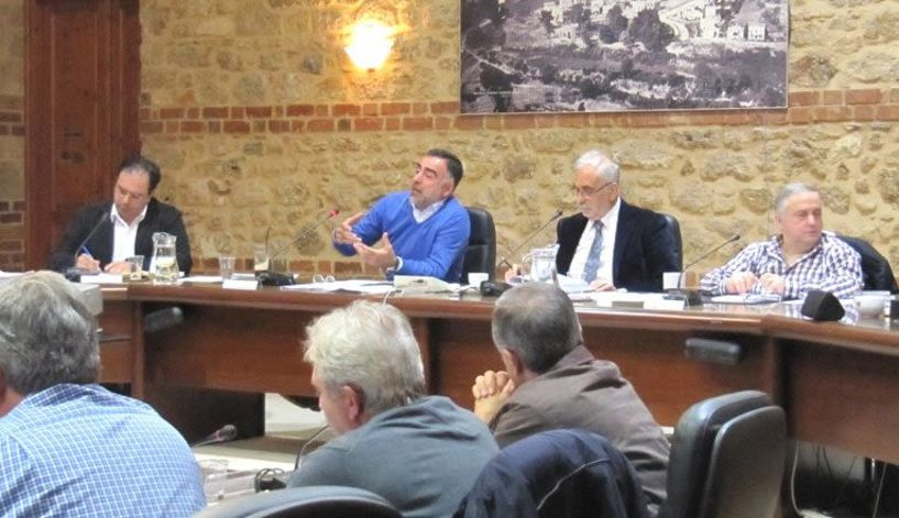 Σκοπιανό, βολές αντιδημάρχων  σε συμβούλους, βράβευση Κυρμιζάκη και δρόμοι στην Αγ. Βαρβάρα,  στη συνεδρίαση της Δευτέρας