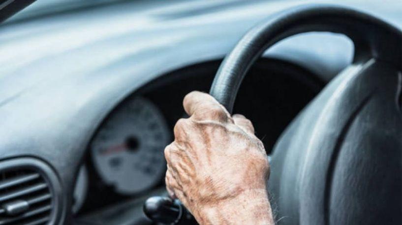 Τι ισχύει για τους ηλικιωμένους οδηγούς μέχρι να πάρουν στα χέρια τους το νέο δίπλωμα