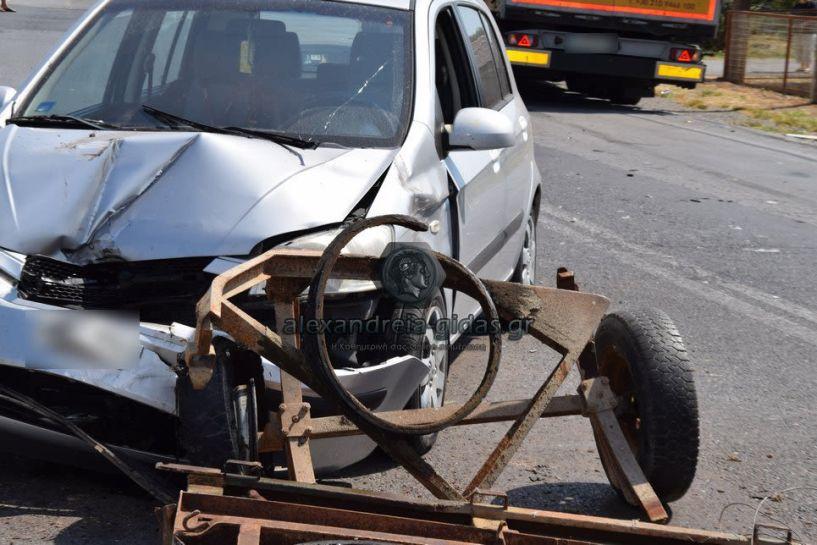 Τρέιλερ φορτωμένο σε αυτοκίνητο έφυγε... και προκάλεσε τροχαίο!