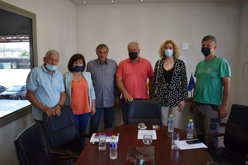 Επίσκεψη της Φρόσως Καρασαρλίδου σε συνεταιρισμούς της Νάουσας και ενημέρωσή τους για την απάντηση του Υπουργείου για τον ΕΛΓΑ και το Ταμείο Ανάκαμψης