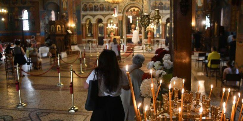 Ιερέας διέκοψε τη λειτουργία για πιστή που φορούσε μάσκα - «Δε θέλω καρναβάλια μέσα στην εκκλησία μου»