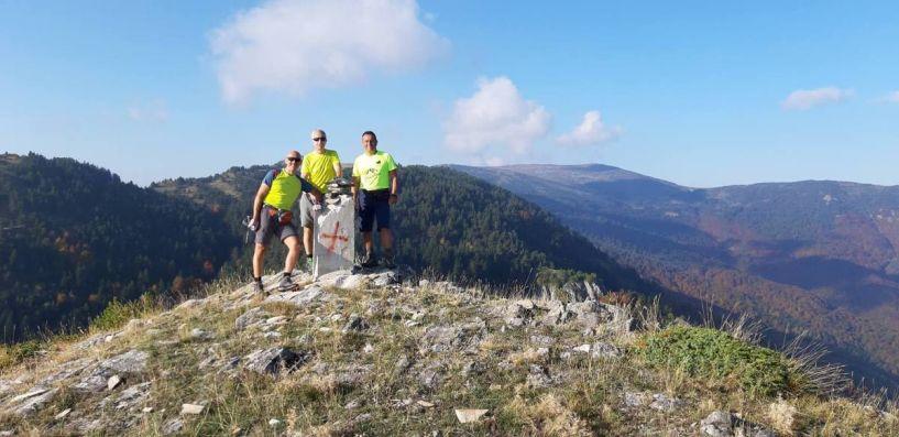 Οι Ορειβάτες του ΕΟΣ Νάουσας στα Πιέρια, στην κορυφή Κτένι