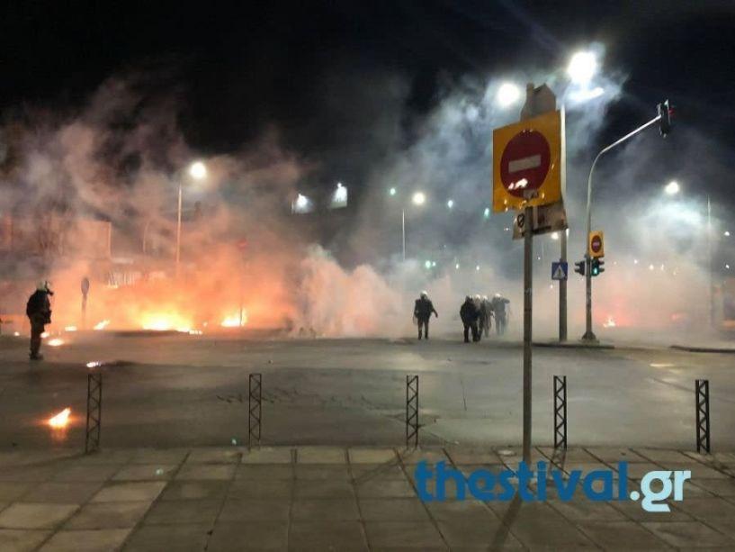 H Ανακοίνωση της Αστυνομίας για τα χθεσινά επεισόδια στη Θεσσαλονίκη - Τέσσερις τραυματίες αστυνομικοί