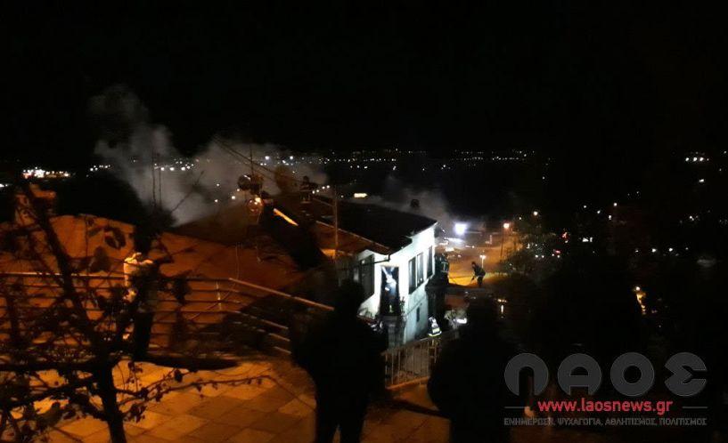Φωτιά ξέσπασε σε σπίτι στη Βέροια - Τρία πυροσβεστικά οχήματα για την κατάσβεσή της!