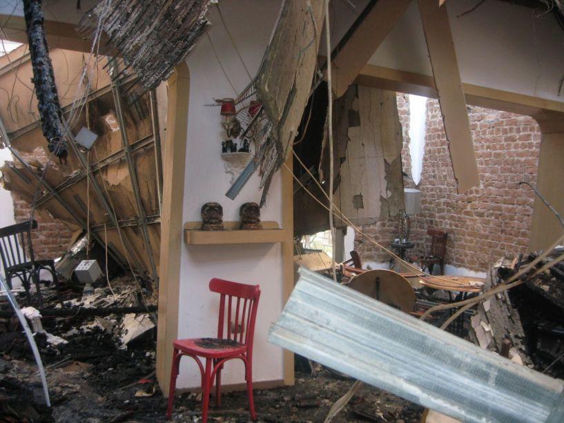Εικόνες καταστροφής  στο καφέ McOza  της Βέροιας μετά τη φωτιά του Σαββάτου