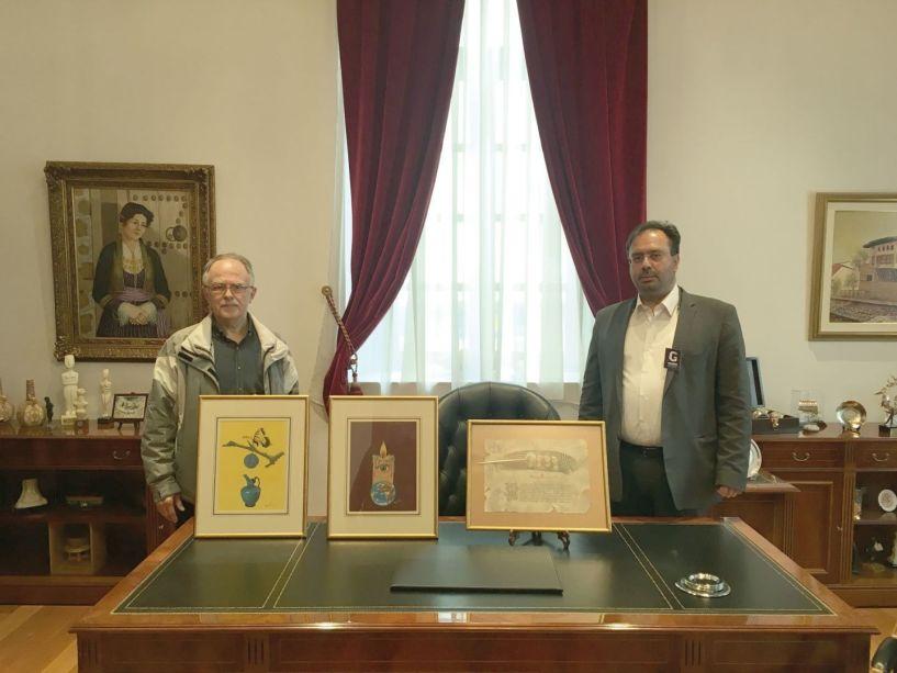 Τρεις πίνακες του Βεροιώτη ζωγράφου Δημήτρη Ερμόπουλου παρέλαβε ο Δήμαρχος Βέροιας