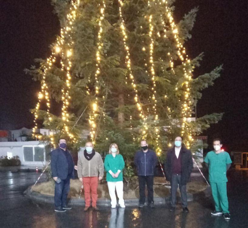 Το ψηλότερο Χριστουγεννιάτικο δέντρο της πόλης στο Γενικό Νοσοκομείο Βέροιας