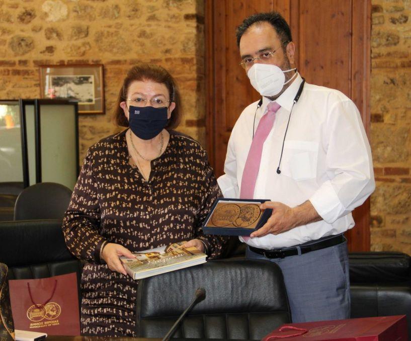 Συνάντηση της Υπουργού Πολιτισμού, κ. Λίνας Μενδώνη με τον Δήμαρχο Βέροιας κ. Κωνσταντίνο Βοργιαζίδη