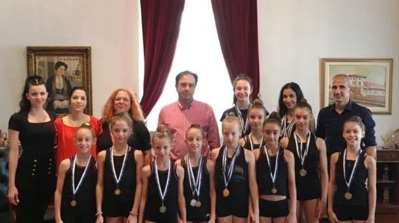 Αθλήτριες της Ρυθμικής Γυμναστικής στο Δήμαρχο Βέροιας