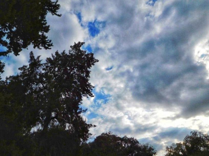 Καιρός: Κυριακή με συννεφιές και τοπικές βροχές