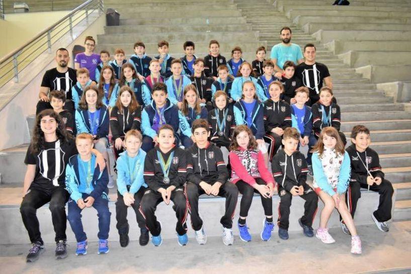 16  μετάλλια στην Καβάλα η Κολυμβητική Ακαδημία
