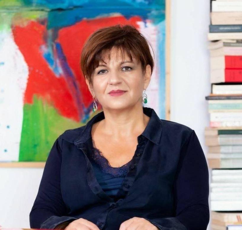 Τα αιτήματα των καλλιτεχνών μερικής απασχόλησης και ωρομισθίων καθηγητών χορού και κινηματογράφου έφερε στη Βουλή η Φρόσω Καρασαρλίδου