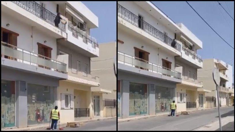 Ντροπιαστικό βίντεο: Γυναίκα πετάει σκουπίδια από το μπαλκόνι και λέει στην δημοτική καθαρίστρια «δουλειά σου είναι»