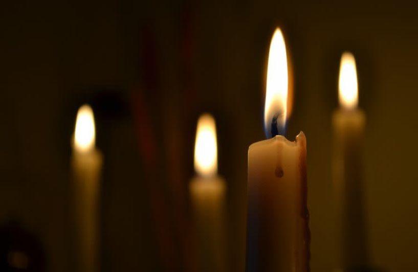 Γιατί τα κεριά που ανάβουμε στην εκκλησία, δεν πρέπει να σβήνονται νωρίς