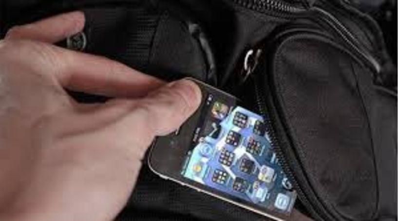20χρονος συνελήφθη για κλοπή κινητού και τραπεζικών καρτών