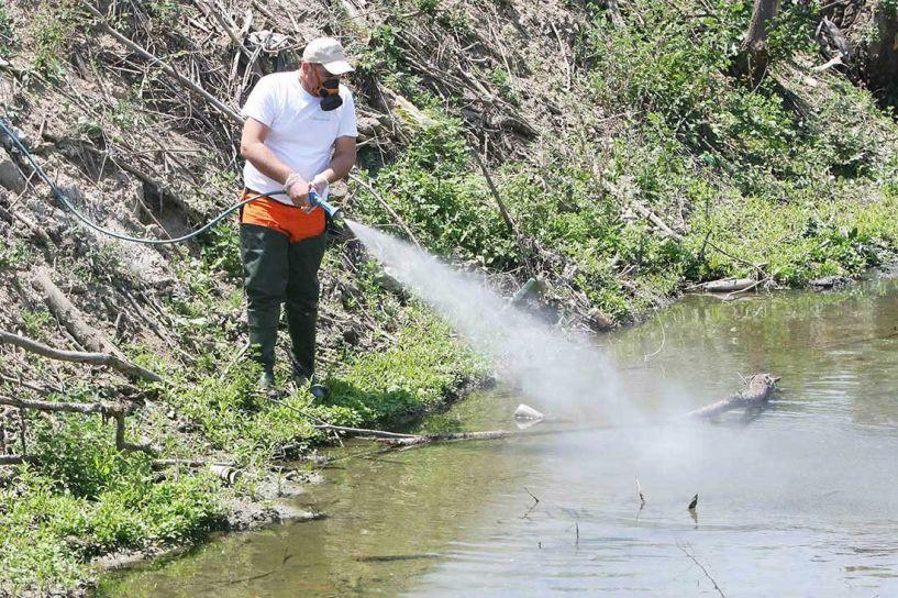 Ψεκασμοί το βράδυ στην Αγία Μαρίνα για την αντιμετώπιση των ακμαίων κουνουπιών