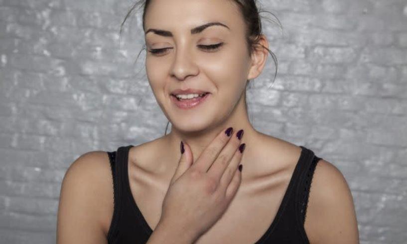 Γιατί «καθαρίζετε» συνέχεια τον λαιμό σας - Δείτε τις πιθανές αιτίες