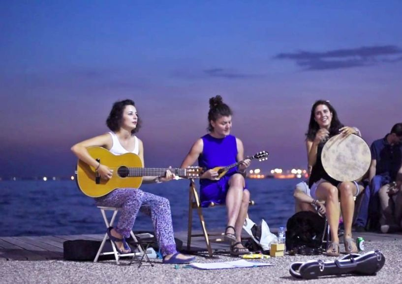 Το γυναικείο ρεμπέτικο σχήμα, «Άγγελοι του Τσιτσάνη», για τρία βράδια σε γειτονιές της Βέροιας