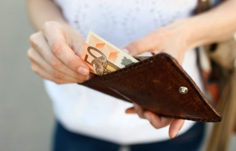 Οι 6 τρόποι να εξοικονομήσεις χρήματα, σύμφωνα με το Forbes