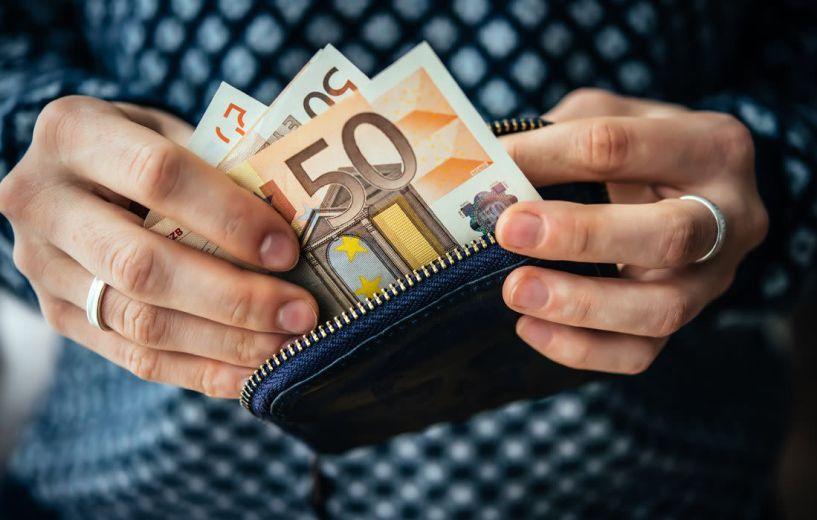 Αναδρομικά: Πώς θα γίνει η επιστροφή χρημάτων από όσους πήραν περισσότερα λεφτά