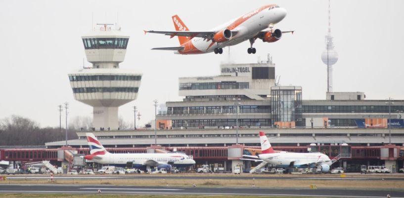 Αεροπλάνο έκανε αναγκαστική προσγείωση για φασαριόζους επιβάτες (vid)