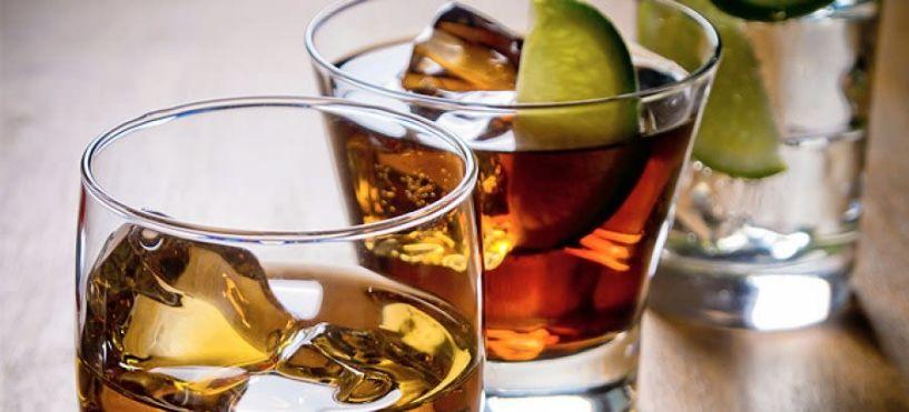 Τι πρέπει να προσέχουμε το καλοκαίρι όταν πίνουμε αλκοόλ