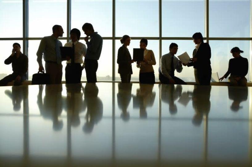 Μπαράζ προσλήψεων για μόνιμους και εποχικούς σε Δημόσιο και ΟΤΑ