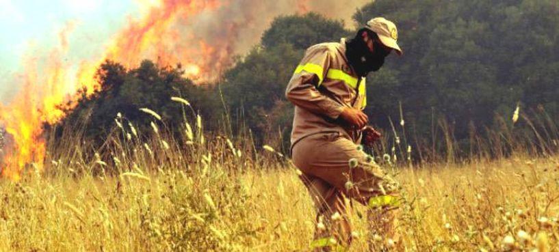Ανανεώνεται η θητεία 1.500 εποχικών πυροσβεστών μέχρι το 2019