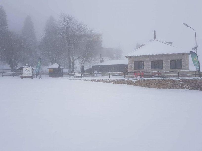 Χιονίζει συνεχώς στο Σέλι(φωτογραφίες από τη διαδρομή και το χιονοδρομικό)
