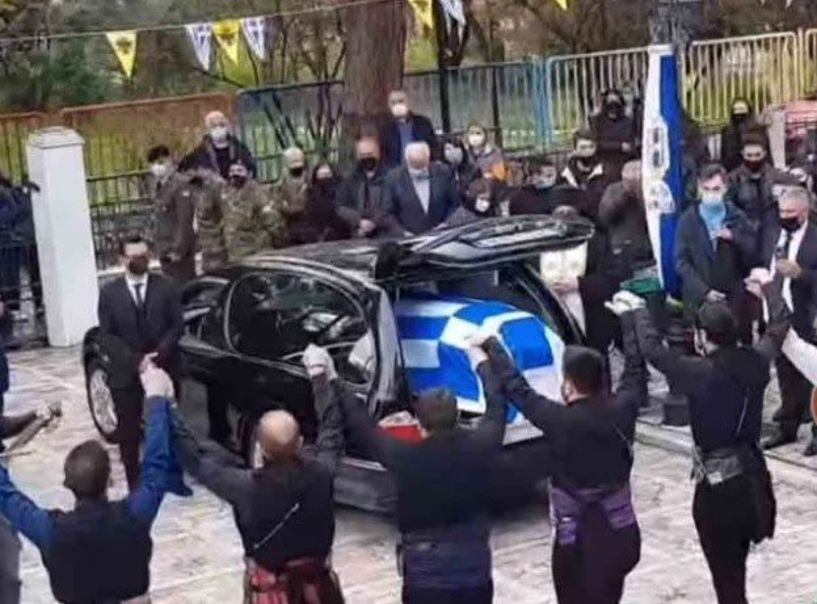 Ράγισαν και οι πέτρες στην κηδεία του 23χρονου φαντάρου – Τον αποχαιρέτησαν με πυρρίχιο (video)