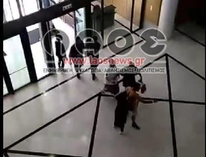 Βέροια: Άγρια συμπλοκή και ξύλο μέσα στα Δικαστήρια!!! Δείτε το Βίντεο