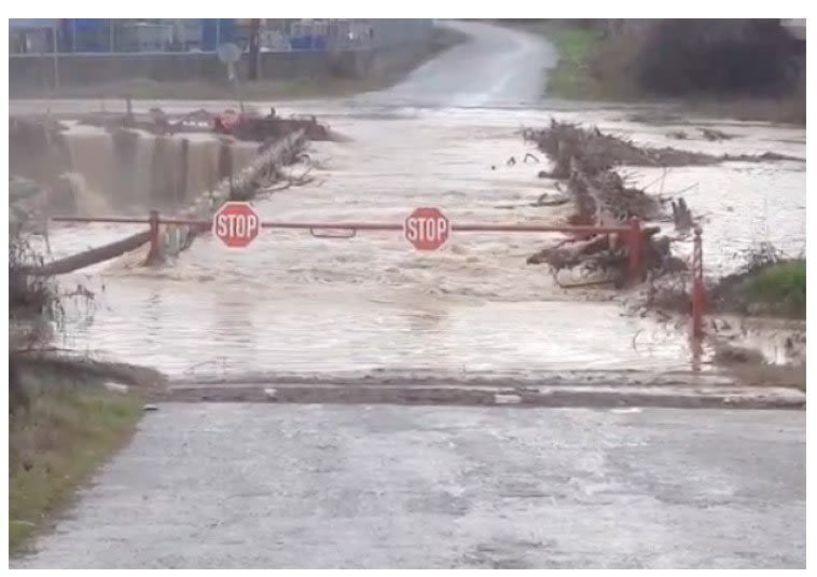 Ξεχείλισαν χωράφια, δρόμοι και κανάλια από την έντονη βροχόπτωση - Μεγάλο πρόβλημα κάθε φορά στην Λυκογιάννη και στις Ιρλανδικές διαβάσεις