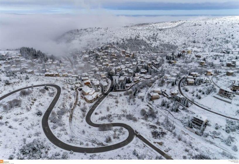 «Μαγεύει» το χιονισμένο Σέλι από ψηλά!
