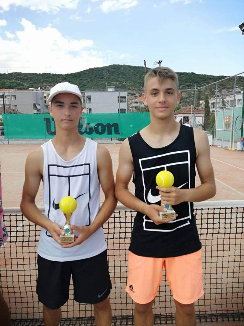 Φιναλίστ στον τελικό στα διπλά στην κατηγορία Α16 ο Φίλιππος Σεραφείμ  και Α14 ο Ορέστης Καρανάτσιος